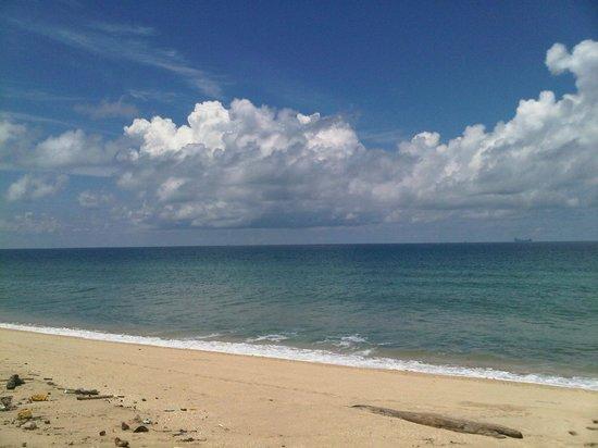 Koh Ngai Resort:                   beach beach beach lovers