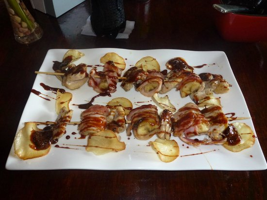 Sabor Espanol:                                                       PInchos de pollo con tocineta y banano