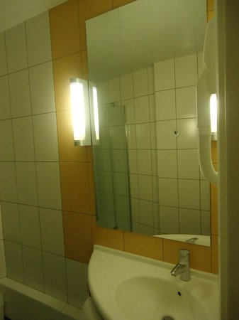 ibis Kiev City Center: bathroom