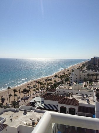 The Ritz-Carlton, Fort Lauderdale: View of the beach coast line