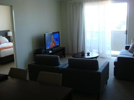 Quest Breakfast Creek Serviced Apartments:                   entertainment center