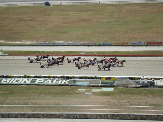 Quest Breakfast Creek Serviced Apartments:                   racetrack view from our balcony