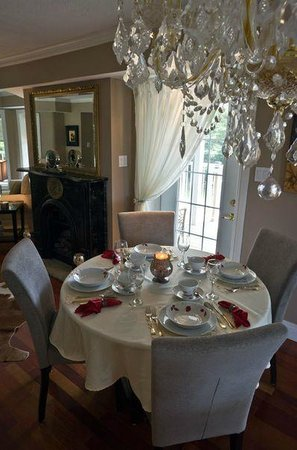 Hillview Haven Estate: Dining room