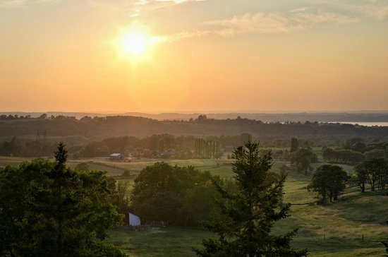 Hillview Haven Estate: Sunset view