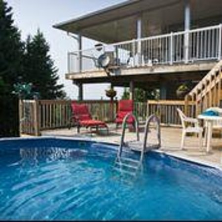 Hillview Haven Estate: Deck and pool area