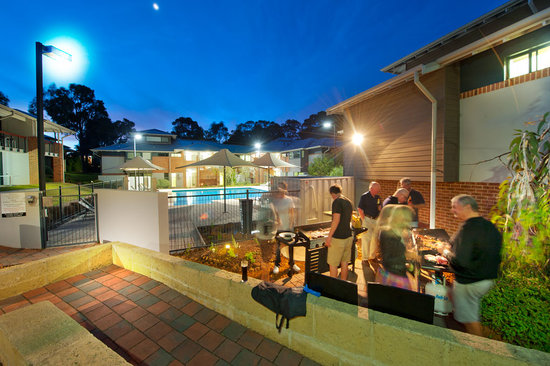 Darby Park Serviced Residences: Outdoor BBQ area