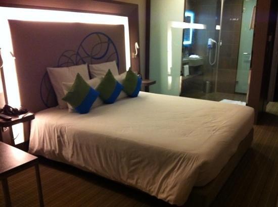 Novotel Bangkok Ploenchit Sukhumvit:                   room 1207