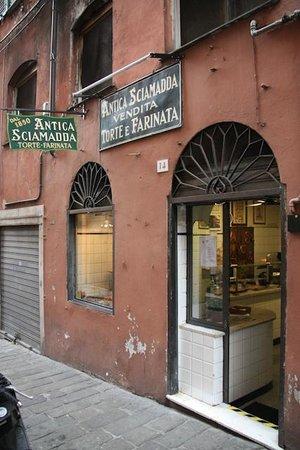 Antica Sciamadda:                   The entrance