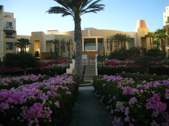 Pueblo Bonito Pacifica Golf & Spa Resort:                   Beautiful Grounds.