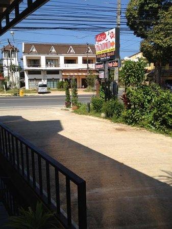 Srichada Hotel :                   entrance from road