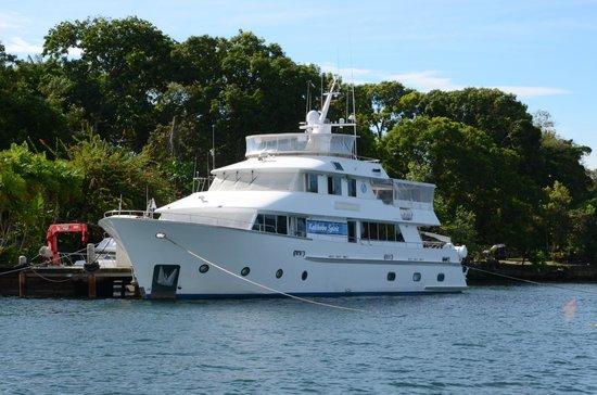 Kalibobo Village :                                     Kalibobo Spirit charter yacht