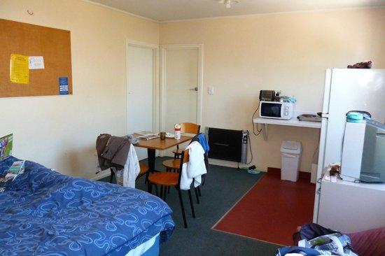Pinewood Lodge :                   Room/Dining area