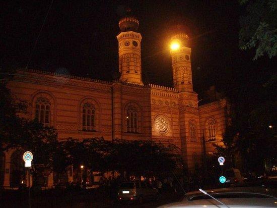 Kempinski Hotel Corvinus Budapest:                   Grande sinagoga de Budapeste