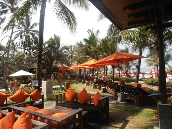 Legian Beach Hotel:                   Ocean view patio