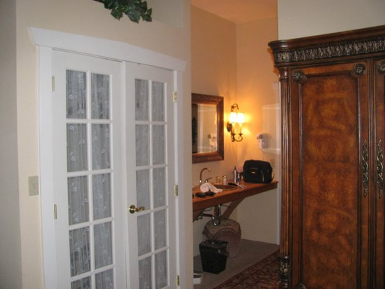 The Inn at Leola Village, Lancaster: French doors of the closet, and hallway, taken from bedroom