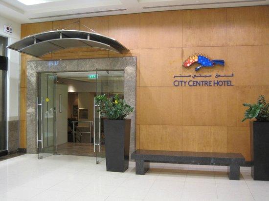Pullman Dubai Creek City Centre: Hoteleingang von der Deira Mall aus