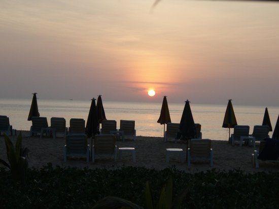 Centara Grand Beach Resort Phuket:                   sunset from the hotel bar