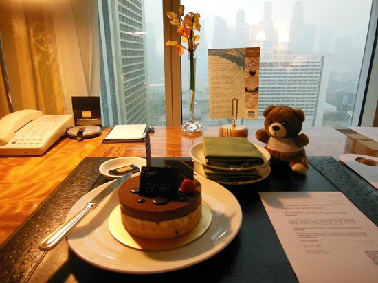 Conrad Centennial Singapore:                   Lovely touches provided by Conrad Centennial