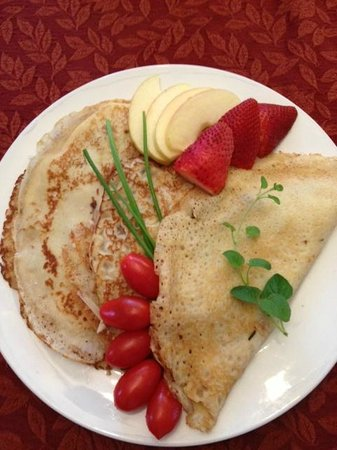 Chelsea Station: Crepe with Gruyere, ham, crimini mushrooms, tomatoes and herbs