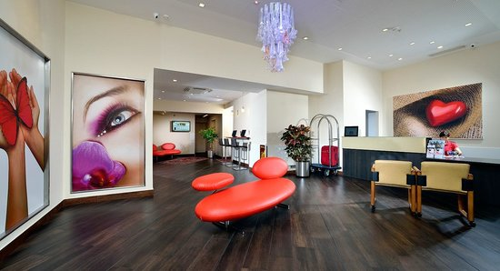 BEST WESTERN City Hotel: Hall e Reception