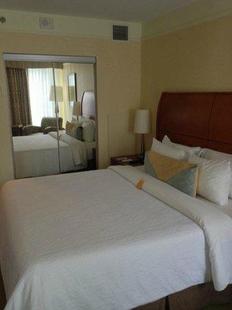 Hilton Garden Inn Montreal Centre-ville:                   Room