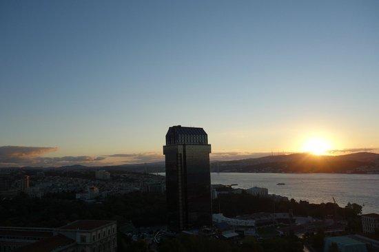 InterContinental Istanbul:                   窓からの眺め ボスポラス海峡