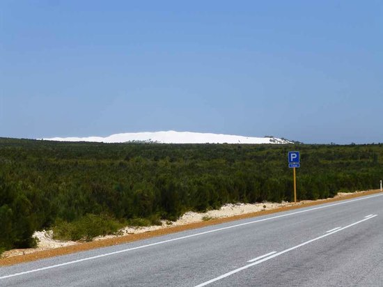 Luxury Outback Tours:                   Pure white sand dunes