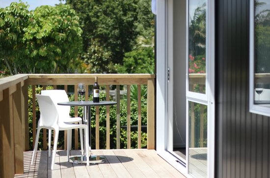 Kohi Beach Bed and Breakfast: Seaview Apartment: Outside Deck