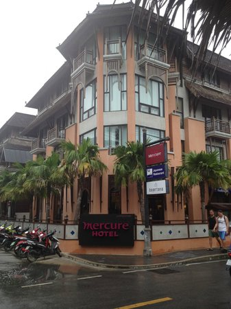Mercure Samui Chaweng Tana Hotel:                   Exterior of the Hotel