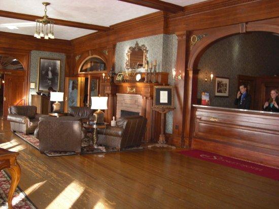 Stanley Hotel: Lobby