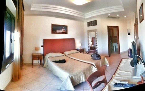 Ranch Palace Hotel:                   camera