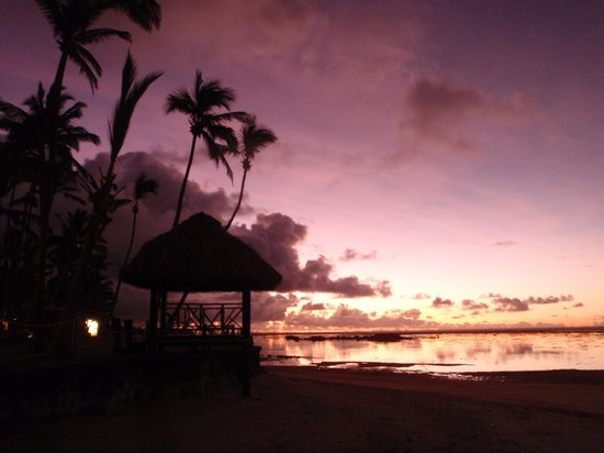 Fiji Hideaway Resort & Spa:                                     The beachfront