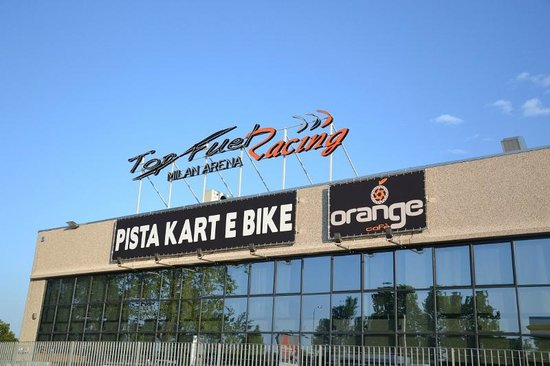 Vignate, Italië: La facciata del kartodromo Topfuel Racing Milan Arena