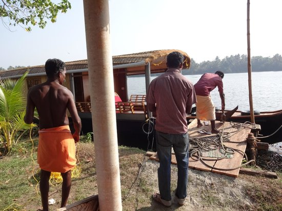 Breeze Backwater Homes:                   Preparing the Houseboat
