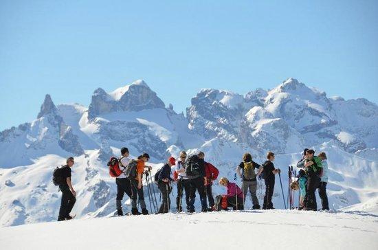 Ferienhotel Fernblick: Pause bei der Schneeschuhwanderung im Montafon