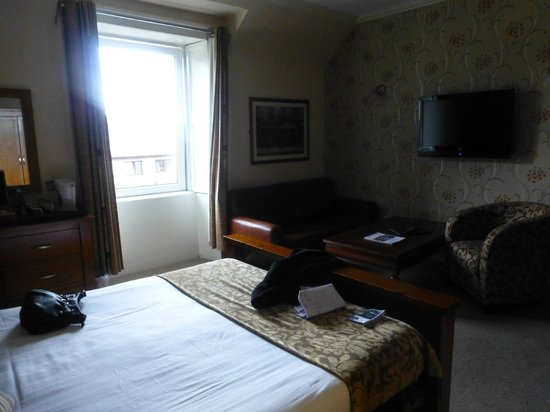 Redcliffe Hotel:                   Comfy and plenty of space. The sofa can be opened out to accomodate a third pe
