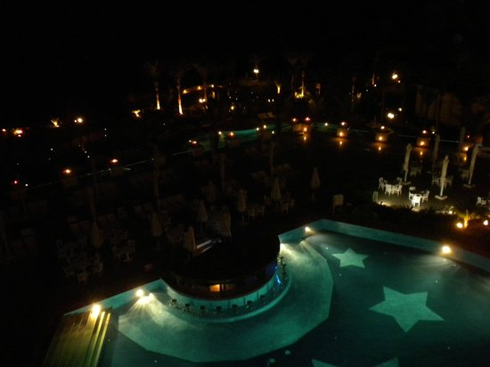 Stella Di Mare Beach Hotel & Spa:                   pool by night