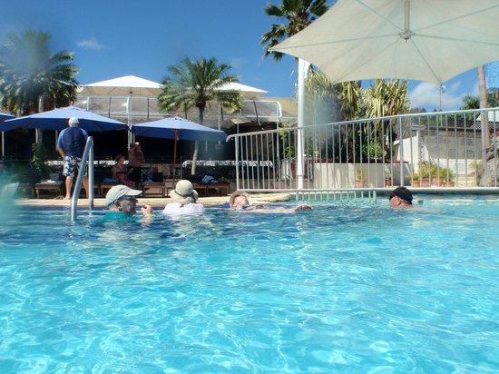 ฟิจิ ไฮเดเวย์ รีสอร์ท&สปา:                                     Pool