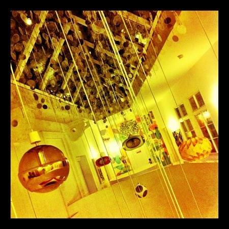 Vintage Design Hotel Sax:                   Para os amantes do design, o hotel é um verdadeiro museu com peças super bacan