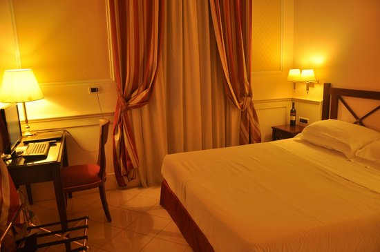 Palazzo Cardinal Cesi:                   oda