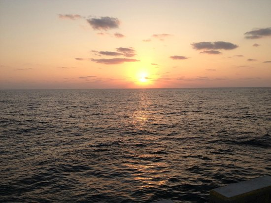 Minami Daitojima Island:                   西港の夕日