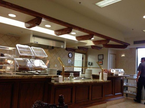 Ayres Hotel Anaheim:                   食堂の様子です。
