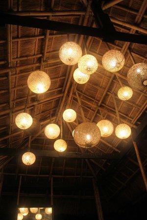 Nami Boracay :                   в холле на выходе из бамбукового лифта