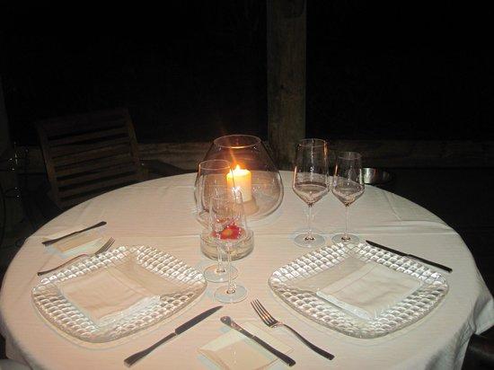 Paradis Beachcomber Golf Resort & Spa:                   Il nostro tavolo per la cena al Blue Marlin
