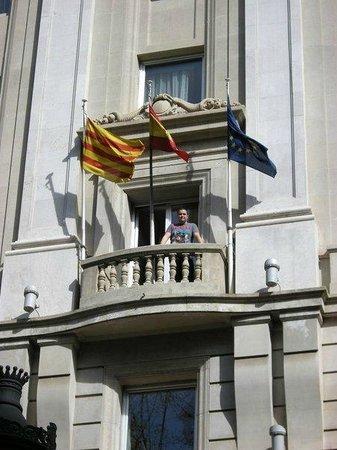 Hotel SERHS Rivoli Rambla:                   La habitación que nos tocó justo con las banderitas