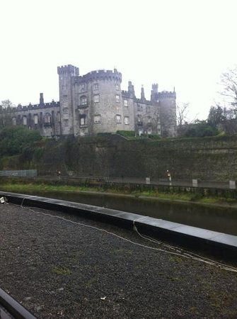 Kilkenny River Court Hotel: view to the left of our room from balcony