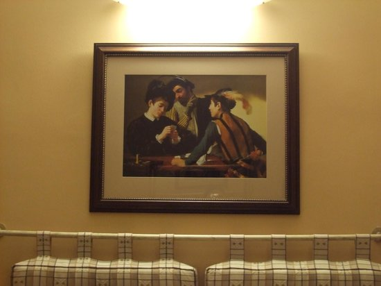 Hotel Caravaggio:                   Sopra il letto