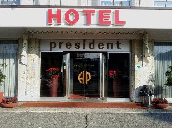 Hotel President: L'ingresso