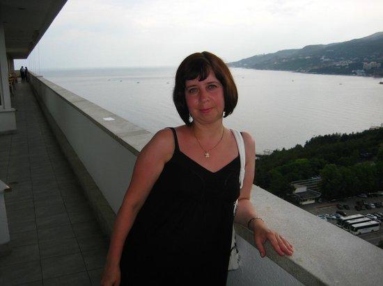 Yalta Intourist Hotel:                   Вид с террасы ресторана Ай-Петри