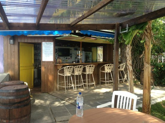 Castle Comfort Dive Lodge:                                     Bar